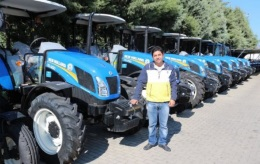 In addition to farmers with 47 years of experience with tractors in Menemen, Demirel